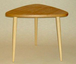 Kolmnurkne laud heledad jalad 12